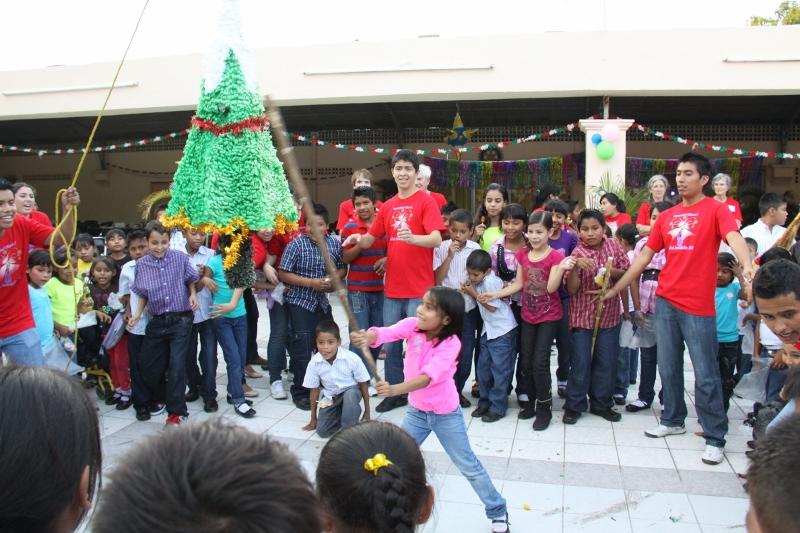 christmas-fiesta-2013-pinata